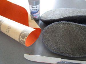 Schuhe, Sock Stop, Schleifpapier und ein Messer