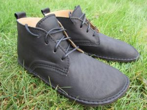 Schwarze, knöchelhohe Barfuß-Schnürschuhe aus Leder